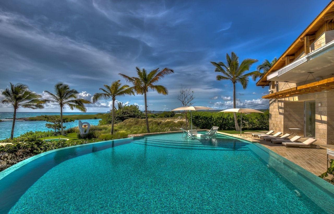 Villa oceania 47 las iguanas caribbean villa retreats for Punta cana villa rentals