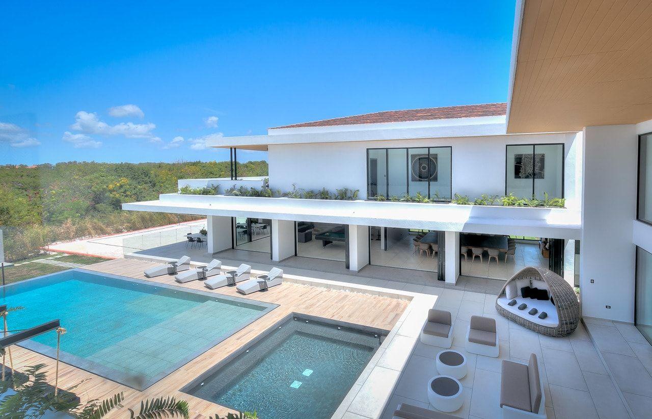 villa yarari royale 9 bedrooms 20 people caribbean villa retreats. Black Bedroom Furniture Sets. Home Design Ideas